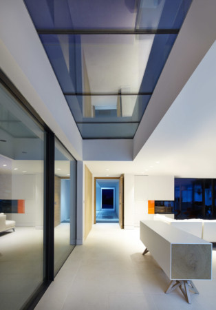 Sky-Frame sliding doors with structural frameless glass.